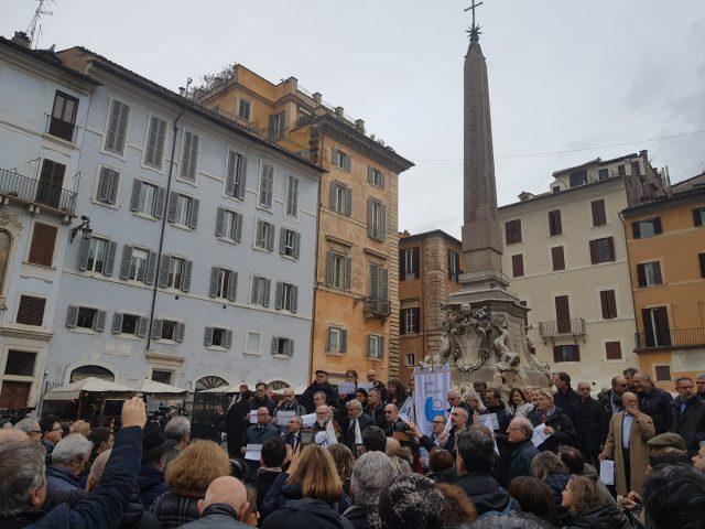 Il sit-in al Pantheon della Fnsi per difendere l'Inpgi